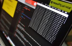 如何SSH到Linux服务器里的特定目录并执行命令?